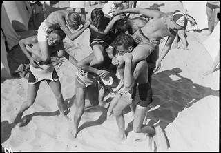 Bild: Young people at the beach (Department of Maps, Prints and Photographs, The Royal Library, Denmark.)