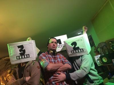 Im Tonstudio mit den 3 Typen: Sebastian reimt den Urheberrap.